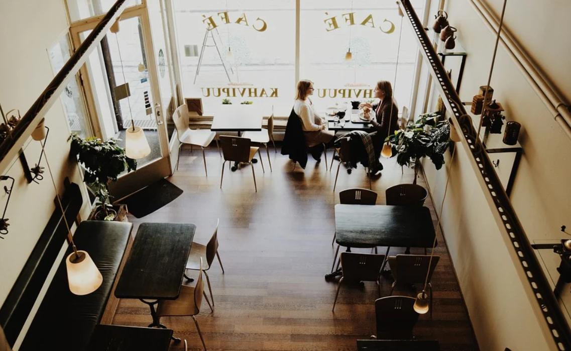 Kavárny a restaurace musí být dostatečně zařízeny